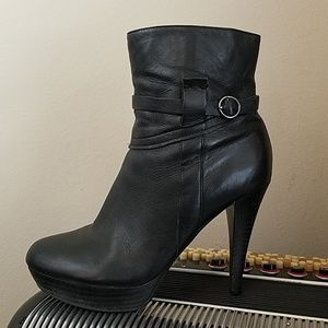 MARC FISHER BLACK LEATHER HEELED ANKLE BOOTS